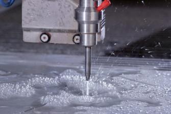 В чем заключается принцип действия и технология резки металла водой?