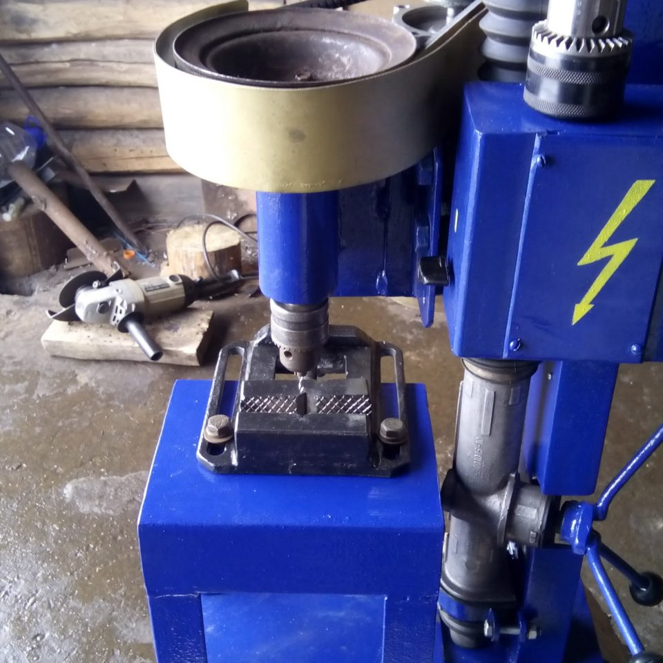 Как сделать сверлильный станок из рулевой рейки своими руками