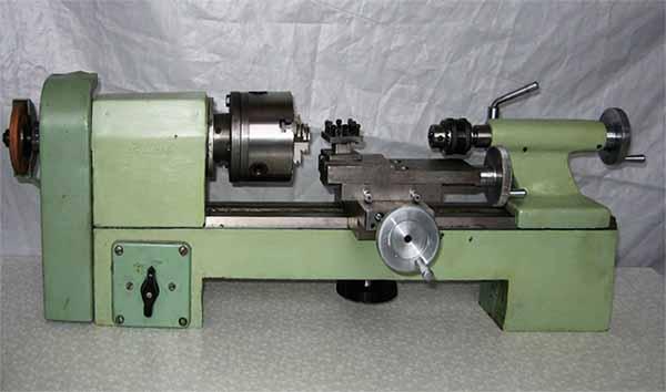 токарный станок 1Д601