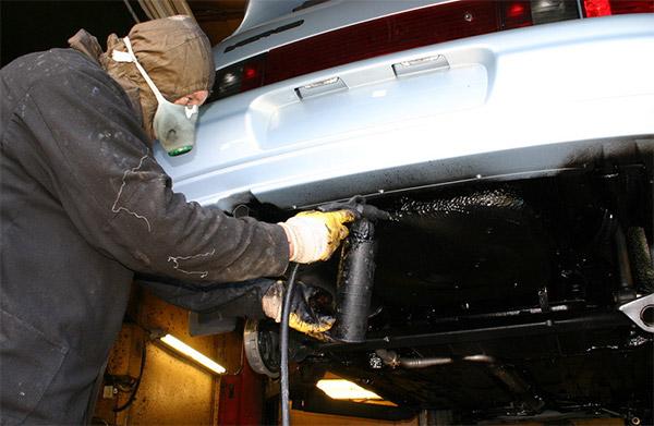 Обработка днища автомобиля от коррозии