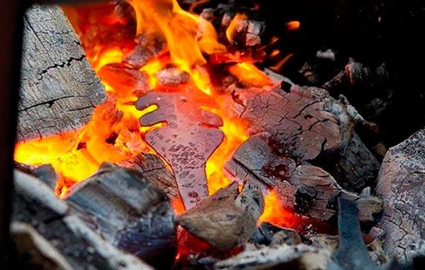 Разогрев изделия на углях
